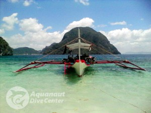 Scuba diving in Paradise beach, El Nido, Palawan, Philippines